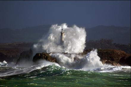 Temporal a far de l'illa de Mouro, Bahia de Santander, Cantàbria.
