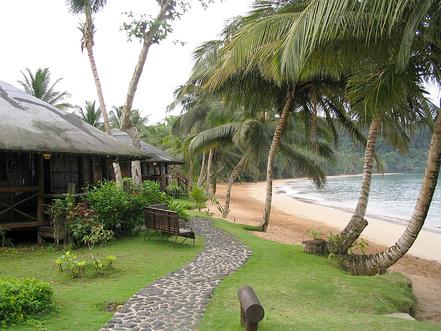 Platja de la cala de Bom Bom Island, Santo Tomé y Principe, Golf de Guinea..