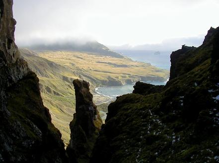 Ille Posession, Regne Unit, l'illa és reclamada per Nova Zelanda com a part de la Dependència Ross, però aquesta reclamació està subjecta a les disposicions del Tractat Antàrtic.