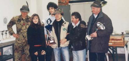 I figli di Giovanni Dall'Ora consegnano il Trofeo al Gruppo di Calmasino