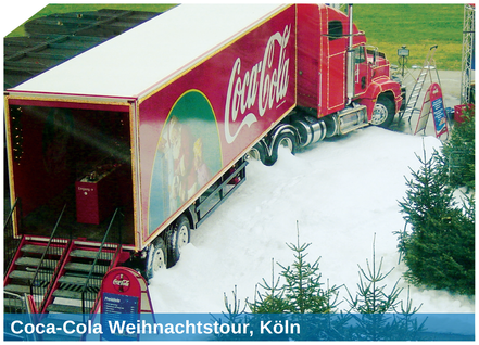 Der Coca-Cola Weihnachtstruck mit weisser Schneelandschaft. Schneeproduktion mit der SnowBOX Technologie