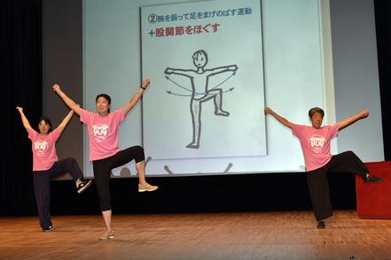 松戸市健康推進員による「ピンピンラジオ体操」の発表