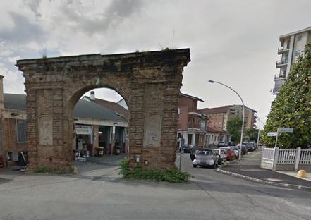 arco portale in muratura a grugliasco entrata per la pubblimais di torino