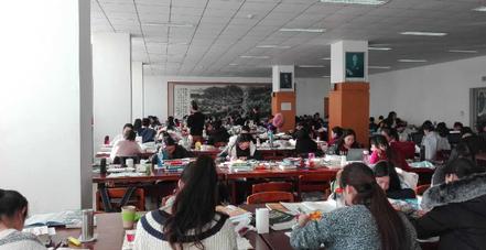 遼寧師範大学留学 図書館内の様子。