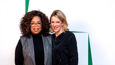Oprah Winfrey en Kate Windsor voor Blanco Y Verde van Carmen Herrera