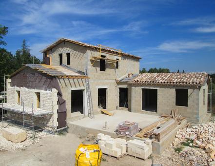 Maison en agglos de ciment doublée en pierre, Argilliers, Gard