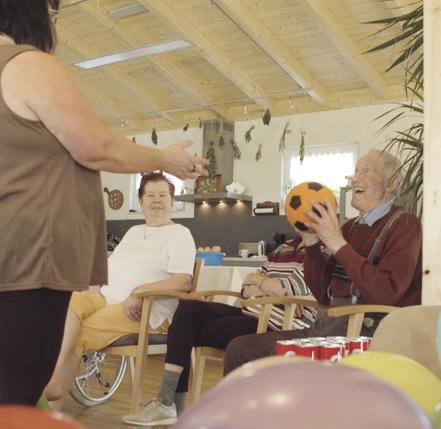Musiktherapie, Bewegungstherapie und Miteinander
