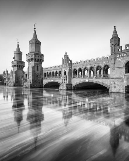 Oberbaum Bridge, Eisschollen, Fotokunst, Holger Nimtz, Osthafen, Berlin, Langzeitbelichtung, longexposure, Spree, fine art,