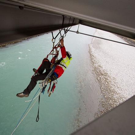 Höhenarbeiten mit Seilarbeiten oder Industrieklettern