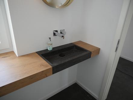 Waschtischplatte aus Holz nach Maß mit Naturstein Waschbecken
