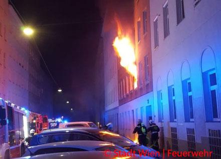 Feuerwehr; Blaulicht; Berufsfeuerwehr Wien; Brand; Alsergrund;