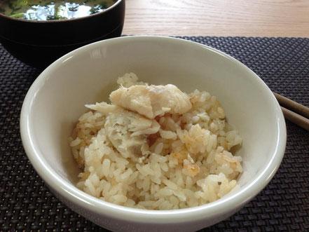 天たつの「小鯛飯の素」は小鯛の香ばしく焼いた頭でダシを取る自然な旨味たっぷりの海鮮炊き込みご飯の素です