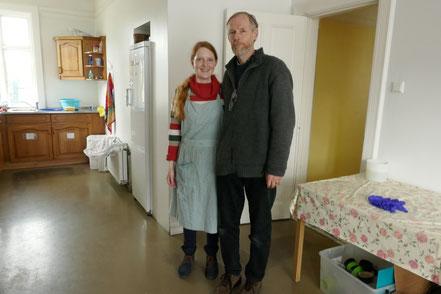Ulrike mit Óskar beim Frühstück