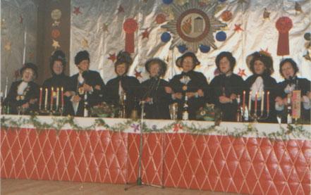Möhnen-Elferrat bei der Damensitzung im Pfarrsaal Heilig in den 60ziger Jahren