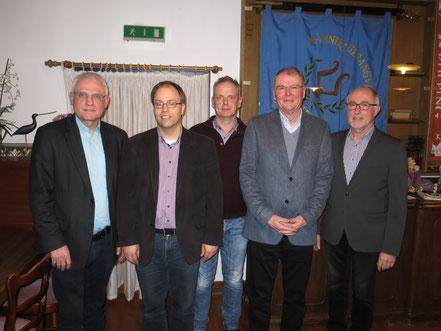 v.l.n.r. Paul Knierbein (1. Vorsitzender), Jörg Bücker (Chorleiter), Ludger Bücker, Michael Schleimer (2. Vorsitzender), Bernhard Gärtner (Kassierer)