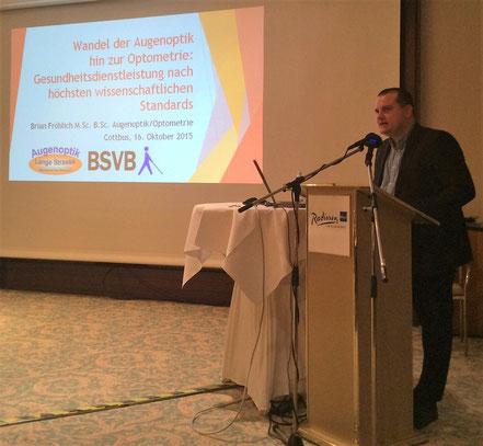 Brian Fröhlich, Optometrist, beim Patientenforum des Blinden-und-Sehbehinderten-Verband Brandenburg e.V. (BSVB)