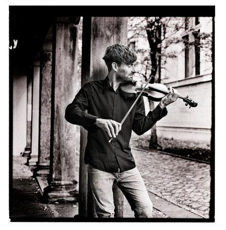 Leo Clemens - violin lessons, violin studies, violin classes, violin teacher in Berlin Mitte, Musikkapelle Berlin