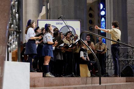 El cor de Guies i Scouts d'Europa, al Sent la Creu. FOTO: Ramon Ripoll i Guillermo Simón