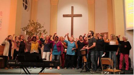 Der Chor Njabulo singt christliche Lieder, allerdings sind die für den Uneingeweihten nicht immer als solche erkennbar - etwa, wenn auf Zulu gesungen wird. Foto: Markus Strothmann