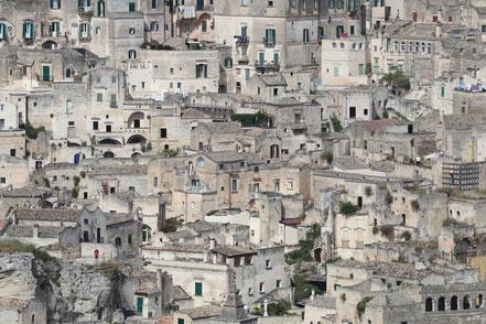Nahaufnahme der Höhlenwohnungen von Matera