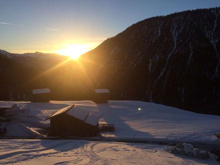 Sonnenaufgang in den Schweizer Bergen