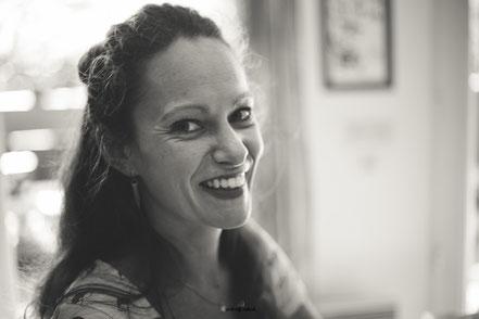 Portrait de Delphine Hingue artisan créatrice florale fondatrice de La mariée en fleur