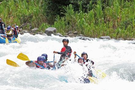 Rafting Costa Rica Spaß Spannung Outdoor Abenteuer für Vater und Sohn