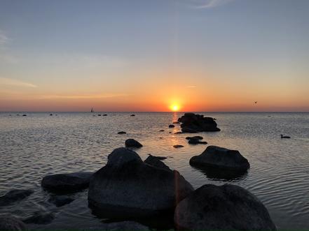 """""""Nur"""" ein Sonnenuntergang am Strand von Visby."""