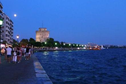 Weißer Turm und Stück Promenade zur blauen Stunde @ Ella