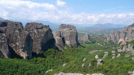 Meteora in Griechenland - Felsen und ein Paar Klöster