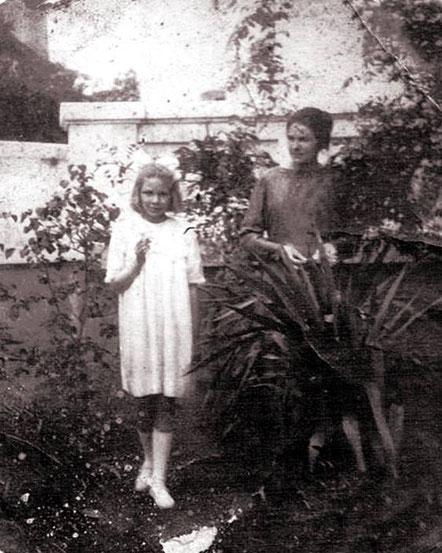 Елена и Антонина Кушнаревы. Циндао, 1923 год. Из личного архива Анны Лавровой