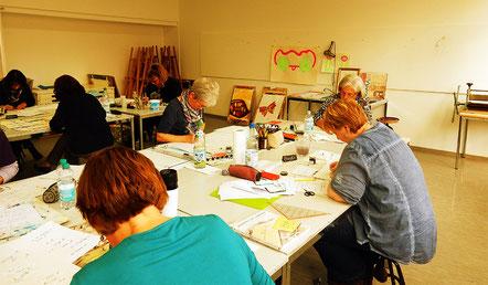 Kalligraphie lernen: auch konzentriertes Arbeiten macht Freude!