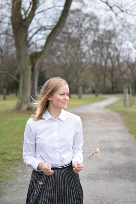 Happy New Year - Silvesterlook - Outfit mit silberfarbenem Plisseerock.
