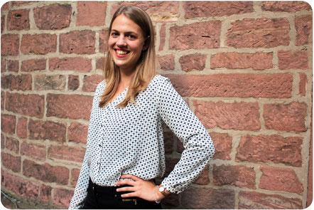 Julia Schulte. Dolmetscherin und Übersetzerin für die Sprachen Deutsch, Spanisch, Französisch und Englisch.