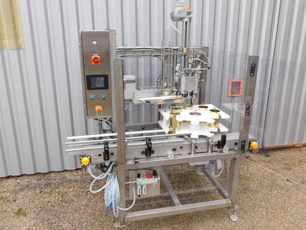 Sertisseuse sur châssis inox permettant des productions continues. Sertissage de boîtes rondes (métal, composites, plastiques...) - SCIM