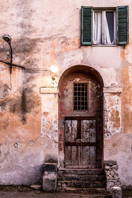 Portone con finestra spoleto (Perugia)