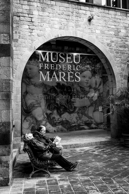Turisti al Museu Frederic Marès di Barcellona