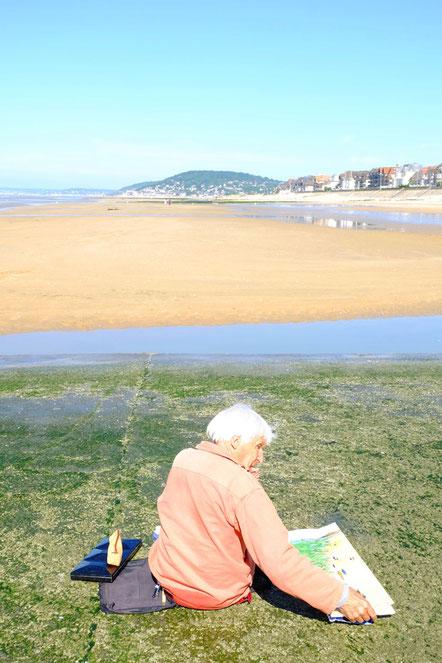 Mathieu Guillochon, photographe, rivages, couleurs, mer, Cabourg, la Manche, Calvados, homme, marée basse, bleu, vert, plage de sable, jaune, été.