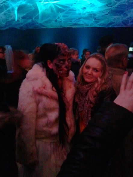 Zombie-Braut bei der Aftershow-Party