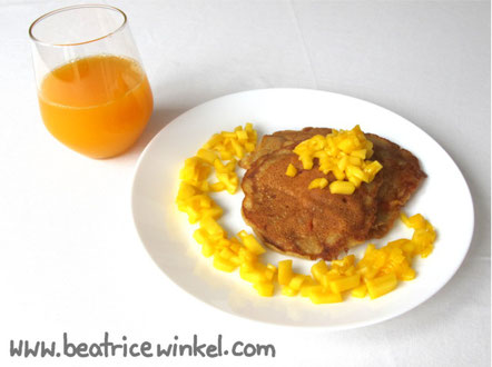 Beatrice Winkel - apricot almond pancakes with mango cubes