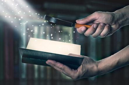 Heureux celui qui lit et ceux qui écoutent les paroles de la prophétie et gardent ce qui s'y trouve écrit, car le moment est proche!