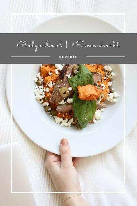 Eine leckere und so simple Bulgurbowl mit Bulger, Rindfleisch, Oliven, Schafskäse und vielen leckeren weiteren Zutaten.