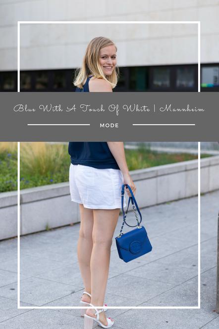 Mein sommerliches Outfit mit blauen und weißen Kleidungsstücken.