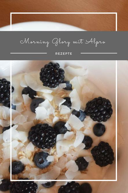 Wenn es morgens schnell und dennoch gesund sein muss, empfehle ich ein leckeres Oatmeal mit Obst und den begangen Joghurts von Alpro.