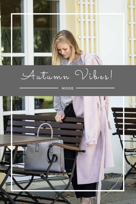 Mein herbstliches Outfit mit rosa Mantel, schwarz-weißen Kleidungsstücken und grauen Details.