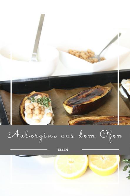 Warme Aubergine aus dem Ofen mit einem Kräuterdip, dazu Kichererbsen und Bulgur.