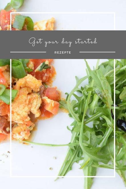 Für einen perfekten und gestärkten Start in den Tag: Rührei mit Tomaten, Frühlingszwiebeln und Chorizo.
