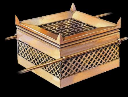L'autel des sacrifices est carré de côté 2,5 m, il est en bois d'acacia plaqué de bronze. Aux 4 coins, des cornes sortent de l'autel. Sa grille est en bronze, en forme de treillis avec 4 anneaux de bronze aux 4 coins du treillis, placée à mi-hauteur.