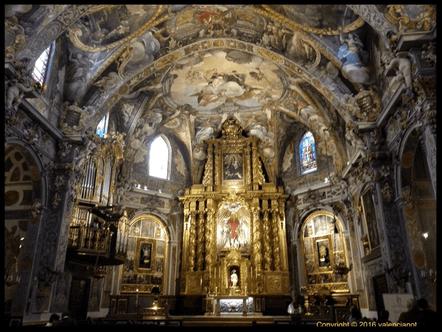 La iglesia de San Nicolás (Sant Nicolau) está ubicada y casi escondida entre tortuosas y plazas recoletas en el Casco Antiguo de Valencia