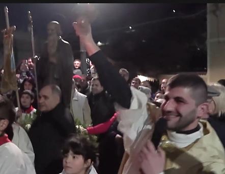 Il prete suona la campanella dando inizio alla gara, Lodè 2018